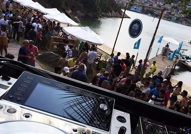 Nook_Beach_Club_decksDJs