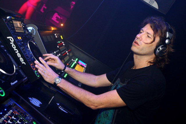 Hernan Cattaneo In The Mixes