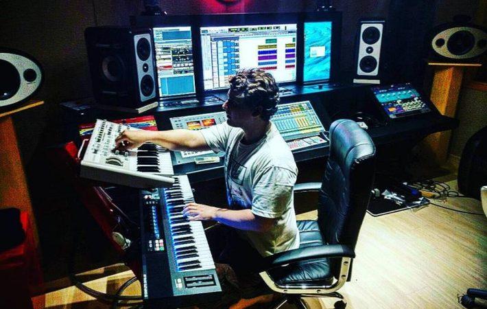 Bruno Martini em estúdio